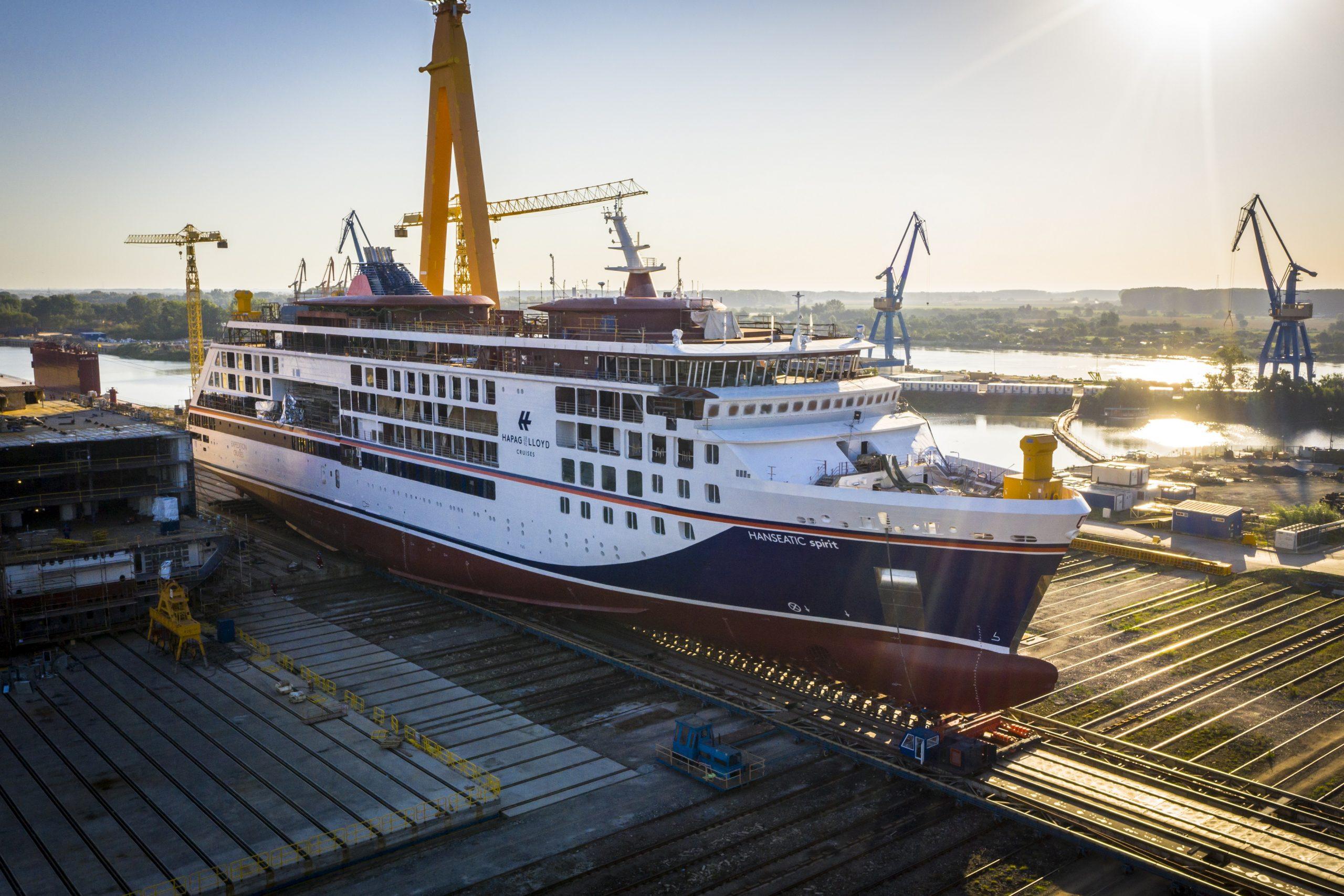 HANSEATIC spirit: Ausschwimmen des dritten Expeditionsneubaus von Hapag-Lloyd Cruises an die Pier der VARD-Werft in Tulcea / Rumänien