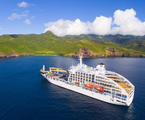 Die Aranui 5 hat wegen Corona-Infizierungen von Besatzungsmitgliedern eine Südsee-Kreuzfahrt abbrechen müssen und sich auf den Rückweg nach Tahiti gemacht.