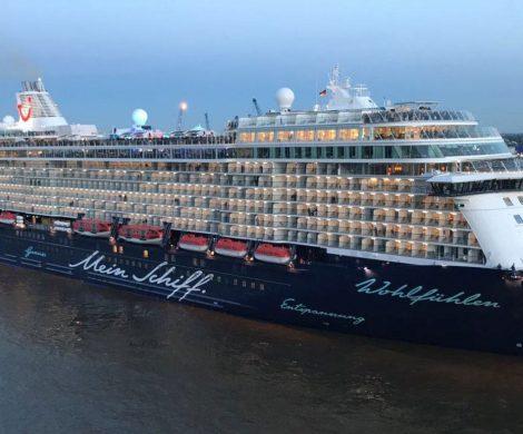 Auf der Mein Schiff 6 von TUI Cruises sind auf einer der Blauen Reisen 12 Besatzungsmitglieder positiv auf das Coronavirus getestet worden.