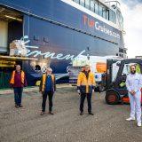 TUI Cruises hat Lebensmittel an die Tafel Kiel gespendet: Mehr als 25 Teesorten sowie 27.000 kleine Schokotaler und 250 kg Mehl, Wert mehr als 16.500 Euro