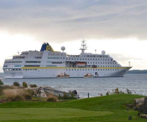 Als einziges deutschsprachig geführtes Kreuzfahrtschiff steuert MS Hamburg im nächsten Herbst die Großen Seen in Kanada und den USA an.