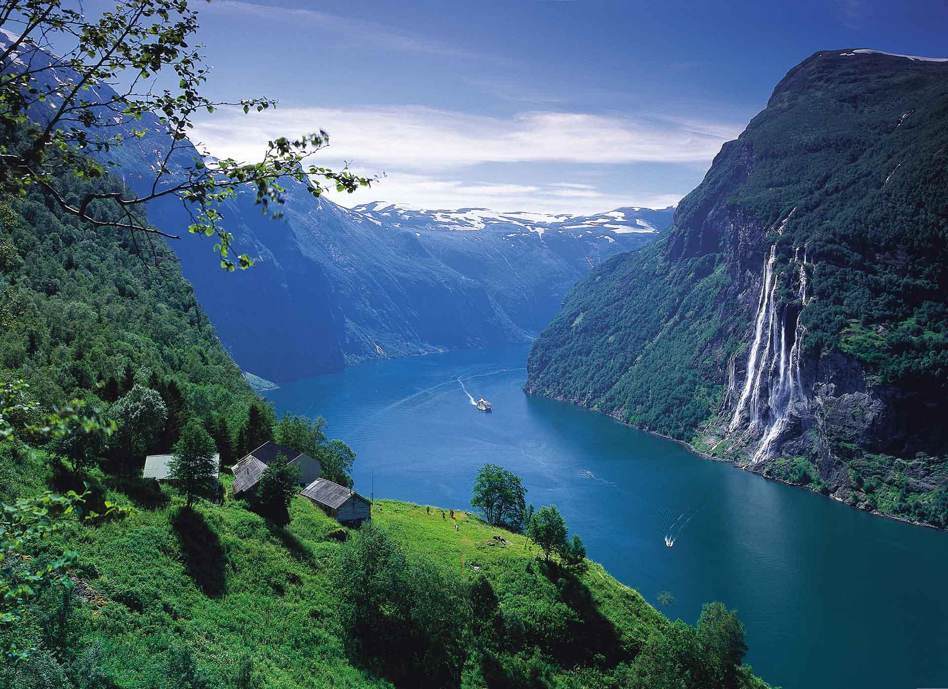Die Regierung von Norwegen hat Beschränkungen für Küstenkreuzfahrten und touristische Fahrten um Spitzbergen bis zum 1. Mai 2021 verlängert.