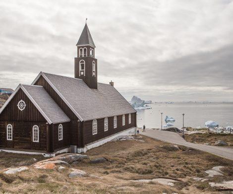 Die schlichten Holzkirchen Grönlands sind immer einen Besuch wert