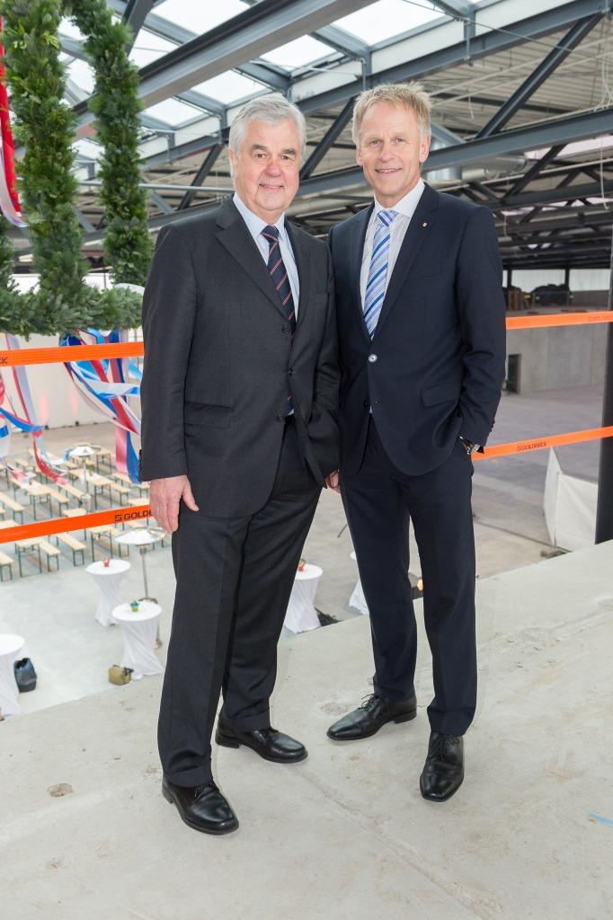 Schneller fertig als geplant: Beim Richtfest für das Terminal Steinwerder mit Senator Horch