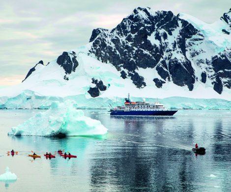 Geführte Kayaktouren und Übernachtungen an Land kann man als Ausflug buchen