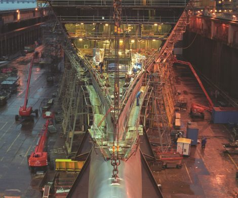 Die Queen Mary 2 beim Bau in St. Nazaire