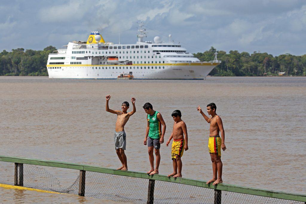 Die MS Hamburg fährt bei der 115-tägigen Reise rund um Südamerika auch den Amazonas hinauf