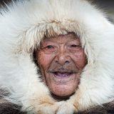Während der Durchquerung der Nordwest-Passage werden auch einige Inuit-Dörfern besucht