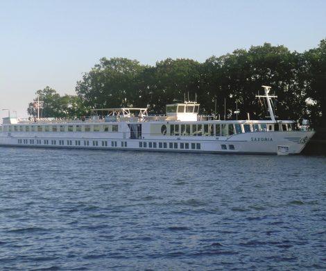 Die Saxonia ist das ideale Schiff für die engen Schleusen auf dieser Tour