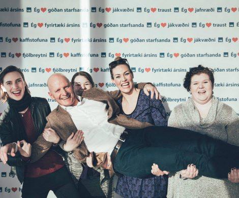 Geschäftsführer Gudmundur Kjartansson von Island Pro Travel bei der Verleihung zum Besten Arbeitgeber