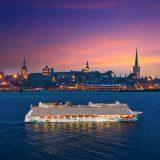Die Norwegian Getaway kreuzt vor Tallinn.