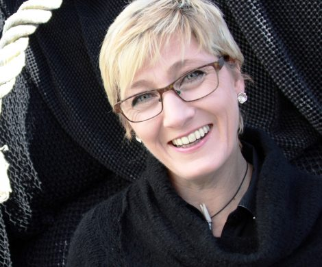 Portrait von Ann-Cathrin Bröcker, die mit Iceland ProCruises und der Ocean Diamond als erste regelmäßige Kreuzfahrten rund um Island mit zehn Häfen auflegte