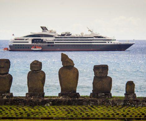 Die meisten Moai blicken ins Landesinnere