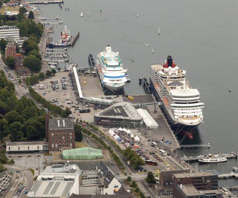"""Mit dem morgigen Anlauf der """"AIDAvita"""" (Samstag, den 21. Oktober,) findet die Kreuzfahrtsaison in Kiel ihren Abschluss. Insgesamt wurde der Hafen in diesem Jahr 143-mal von 29 verschiedenen Schiffen mit einer Gesamtvermessung von über 10 Mio. BRZ angelaufen. Erstmals gingen über die Terminalanlagen mehr als 500.000 Kreuzfahrtpassagiere an oder von Bord."""