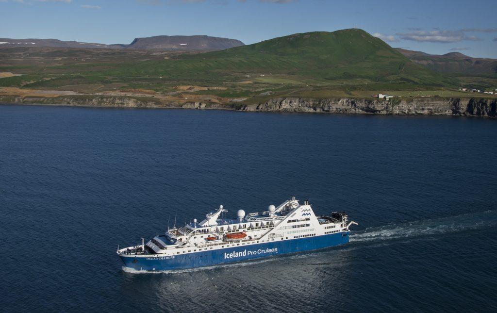 Der Island-und Grönlandspezialist Iceland ProCruises hat den Charter-Vertrag für die Ocean Diamond vorzeitig verlängert. Der neue Vertrag läuft über weitere zwei Jahre bis zum Jahr 2022. Grund ist die äußerst positive Entwicklung der Gästezahlen
