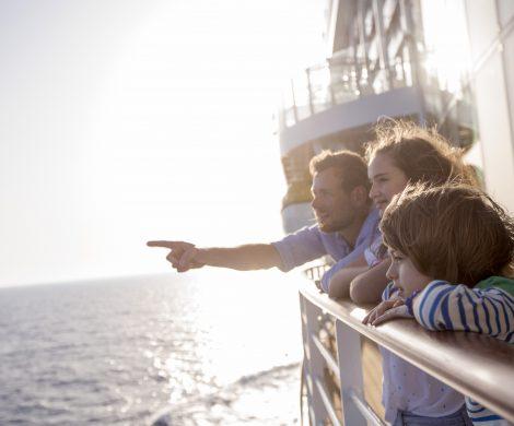 AIDA Cruises setzt auf Familinurlaub. Auf den beiden Kreuzfahrtschiffen AIDAperla und AIDAprima ermöglichen die neuen Verandakabinen Deluxe mit Lounge erstmals eine Belegung mit fünf Personen.