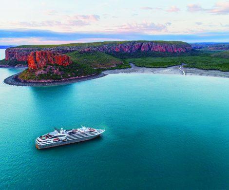 Mit dem neuen Katalog startet die französische Reederei Ponant in die Sommersaison von April bis Oktober 2019 und ist dabei erstmals mit neun Schiffen auf den Weltmeeren unterwegs. Auf mehr als 170 Seiten locken mehr als hundert Abfahrten, darunter elf neue Routen.