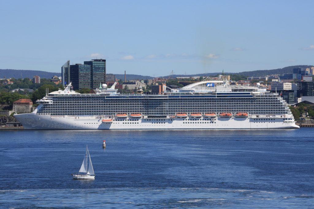 Mit der Regal Princess wird in diese Sommer eines der jüngsten Flotten-Mitglieder (Jungfernfahrt 2014) von einem deutschen Hafen aus Kreuzfahrten anbieten: An elf Terminen zwischen Mai und August geht es ab/bis Rostock-Warnemünde für jeweils 12 Tage auf Nordeuropa-Fahrt.
