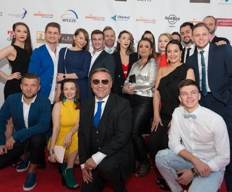 """AIDA ist für das Entertainment auf seinen Schiffen ausgezeichnet worden: Im Rahmen der Gala """"Goldene Sonne 2018"""" von sonnenklar.tv erhielt die Roctocker Reederei den begehrten Preis."""