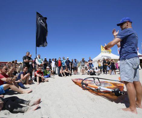 """""""Von den Surf-Profis lernen"""", so heißt das Motto des Mercedes-Benz X-Club, dem neuen Highlight auf dem Surf-Festival am Südstrand von Fehmarn. Zur 16. Auflage des renommierten Events werden vom 10. bis 13. Mai 2018 mehr als 30.000 Besucher auf Deutschlands Sonneninsel erwartet."""
