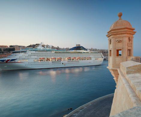 Mit dem Ansteuern kleinerer Häfen sorgt die britische Reederei P&O Cruises für attraktive Ziele. Zwar verbleiben Häfen wie Barcelona, Dubrovnik oder Venedig nach wie vor im Routenplan der britischen Traditionsmarke, doch finden sich dort auch Destinationen, die bisher kaum im Fokus der Anbieter von Seereisen standen.