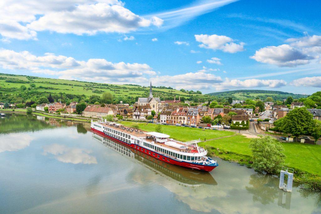 Der neue Katalog von nicko cruises für die Saison 2019 ist da, Frühbucher können bis zu 400 Euro sparen. Der Stuttgarter Flusskreuzfahrtanbieter baut mit fünf zusätzlichen Schiffen und neuen Reiserouten sein Portfolio weiter aus.