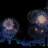 Der Höhepunkt beim Rostock Cruise Festival war die große Auslaufparade am Samstagabend mit Musik und einemHöhenfeuerwerk.