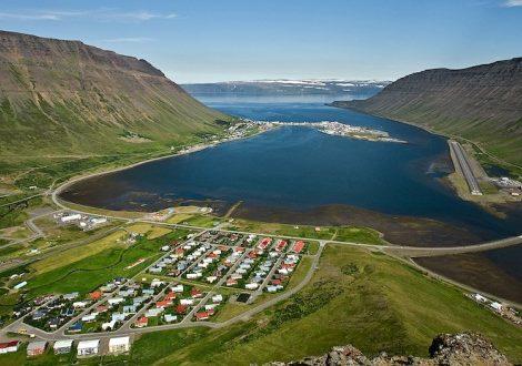 Ein Isländer hat eine App gegen neugierige Touristen herausgebracht, denn Ísafjörður ist zu einem beliebten Anlaufziel für Kreuzfahrtschiffe geworden.