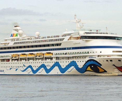 Die Aidaaura hat ihre Weltreise wegen eines Kabelschadens im Bereich der Stromgeneratoren mitten auf dem Atlantik unterbrechen müssen.