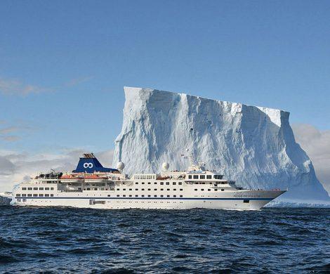 One Ocean Expeditions hat in Sydney, Nova Scotia, die ehemalige Hanseatic von Hapag-Lloyd Cruises auf den neuen Namen RCGS Resolute getauft.