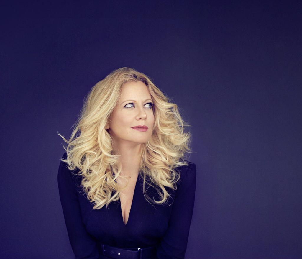 Im September 2019 übernimmt Deutschlands beliebteste Entertainerin Barbara Schöneberger auf einer 4-tägigen Kreuzfahrt das Ruder auf der Mein Schiff 3.