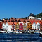 Die norwegische Hafenstadt Bergen will den Tourismus, der durch Kreuzfahrt entsteht, einschränken: auf drei Schiffe beziehungsweise 8.000 Personen pro Tag.