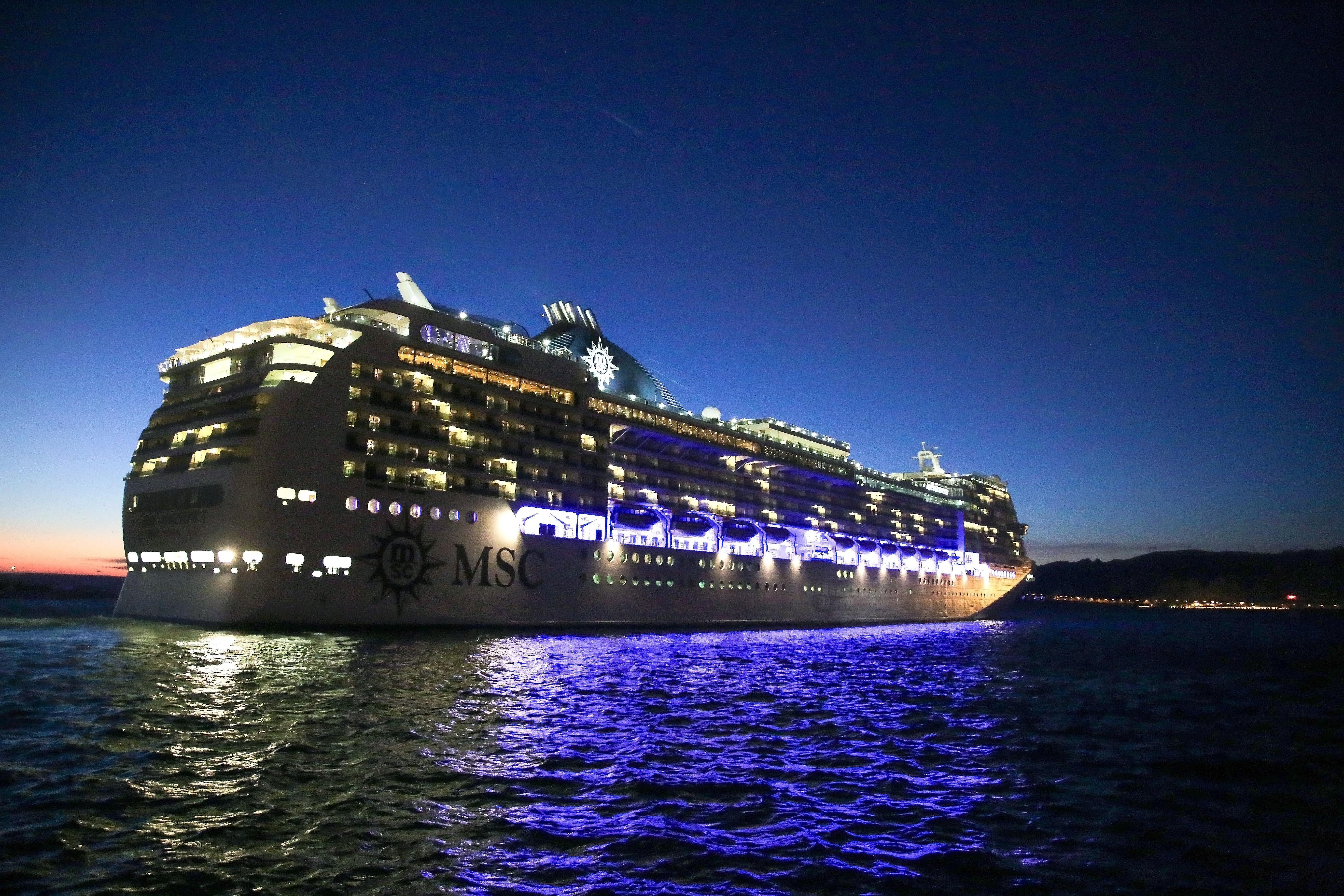 Die MSC Magnifica hat die erste Weltreise eines MSC-Schiffes begonnen.Während der 119-tägigen Reise legt sie 32.260 Seemeilen zurück