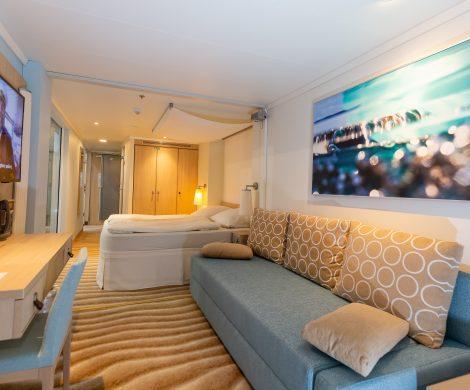 AIDA Cruises zeigt auf der Tourismusmesse CMT in Stuttgart am AIDA Messestand D 22 in Halle 4 eine original Verandakabine Deluxe mit Lounge und Badezimmer