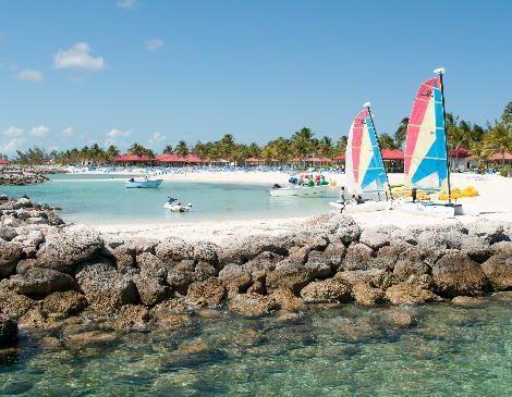 Im Privatressort von Princess Cruises, Princess Cays im Süden der Bahamas-Insel Eleuthera, hat ein Feuer mehrere Gebäude zerstört.