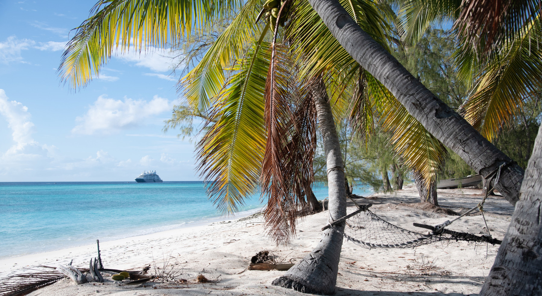 Die französische Reederei Ponant wird Hauptsponsor für das Aldabra-Projekt. Dieses Projekt hat sich ganz der Sanierung des gleichnamigen Atolls der Seychellen im Indischen Ozean verschrieben, was stark von Plastikverschmutzung