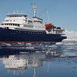 In der neuen Arktis-BroschüreExpeditionen in die Arktis – Spitzbergen und Grönlandstellt Lernidee zwei Arktis-Kreuzfahrten vor