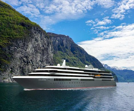 Carla Bruni wird das erste Hochseeschiff von nicko Cruises, die World Explorer, taufen, Anfang April im portugiesischen Viana do Castelo