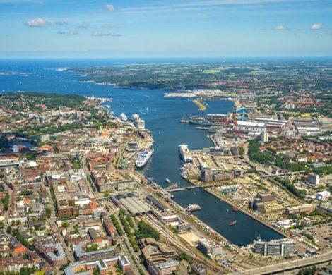 Der Kieler Hafen erwartet 2019 einen Passagierrekord mit mehr als 2,2 Millionen Reisenden, mehr als 600.000 Kreuzfahrtgäste und 1,6 Millionen Fährgäste.