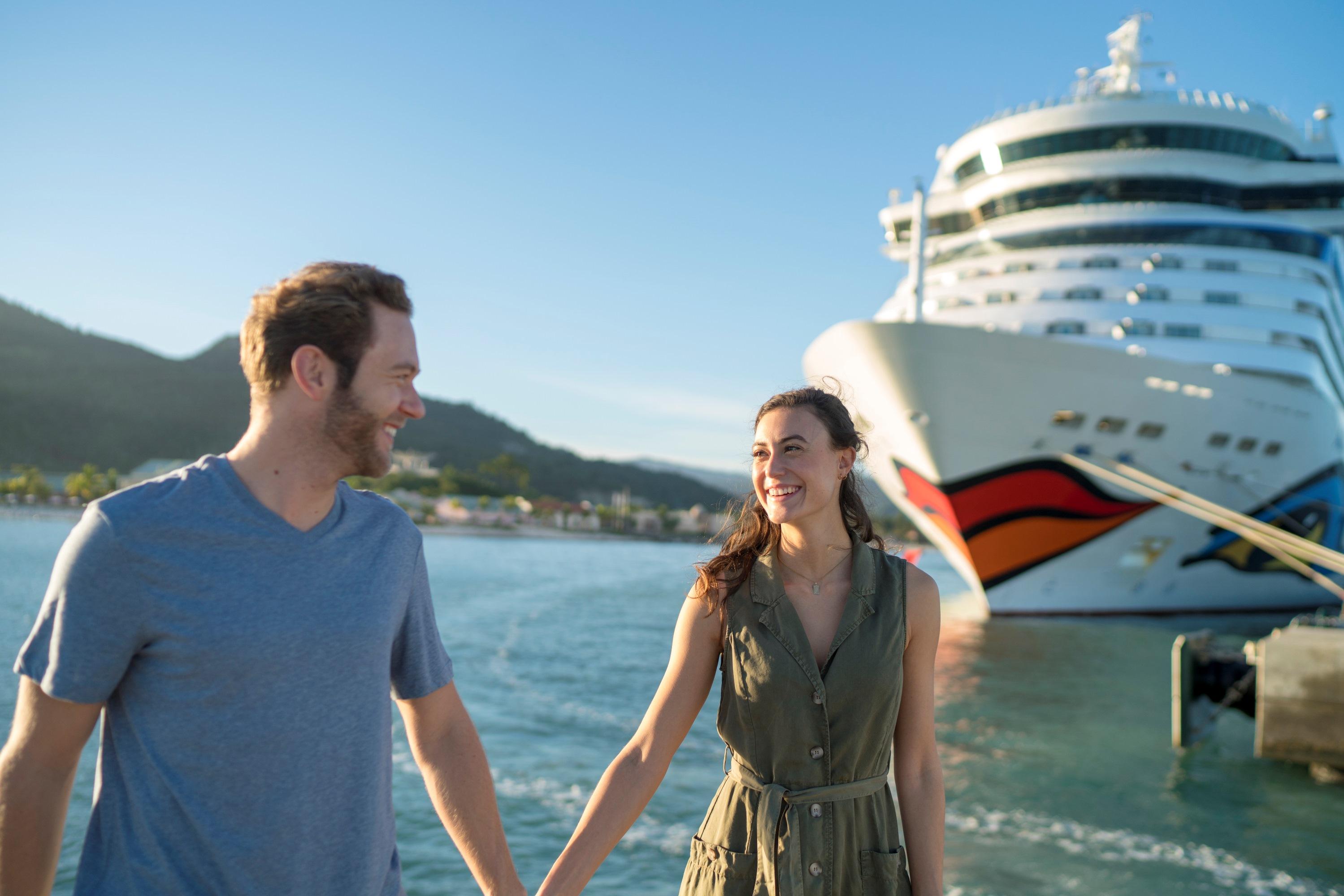 """AIDA Cruises genießt bei Verbrauchern das stärkste Markenvertrauen. Die Rostocker Reederei ist bei einer Umfrage des Magazins """"Reader's Digest"""" zur vertrauenswürdigsten Kreuzfahrtreederei in Deutschland gewählt worden. Die jährlich erhobene Studie """"Trusted Brands"""" blickt auf das Markenvertrauen der Konsumenten."""