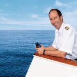 Hapag-Lloyd Cruises macht auf dem neuesten Expeditionsschiff einen Schweizer zum Kapitän: Roman Obrist übernimmt im November 2019 die HANSEATIC inspiration.