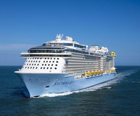 Die MEYER WERFT hat die Spectrum of the Seas an die Reederei Royal Caribbean International übergeben. Das erste Kreuzfahrtschiff der Quantum-Ultra-Klasse ist mit 169.000 BRZ vermessen, 347,1 Meter lang, 41,4 Meter breit und bietet 4246 Passagieren Platz.