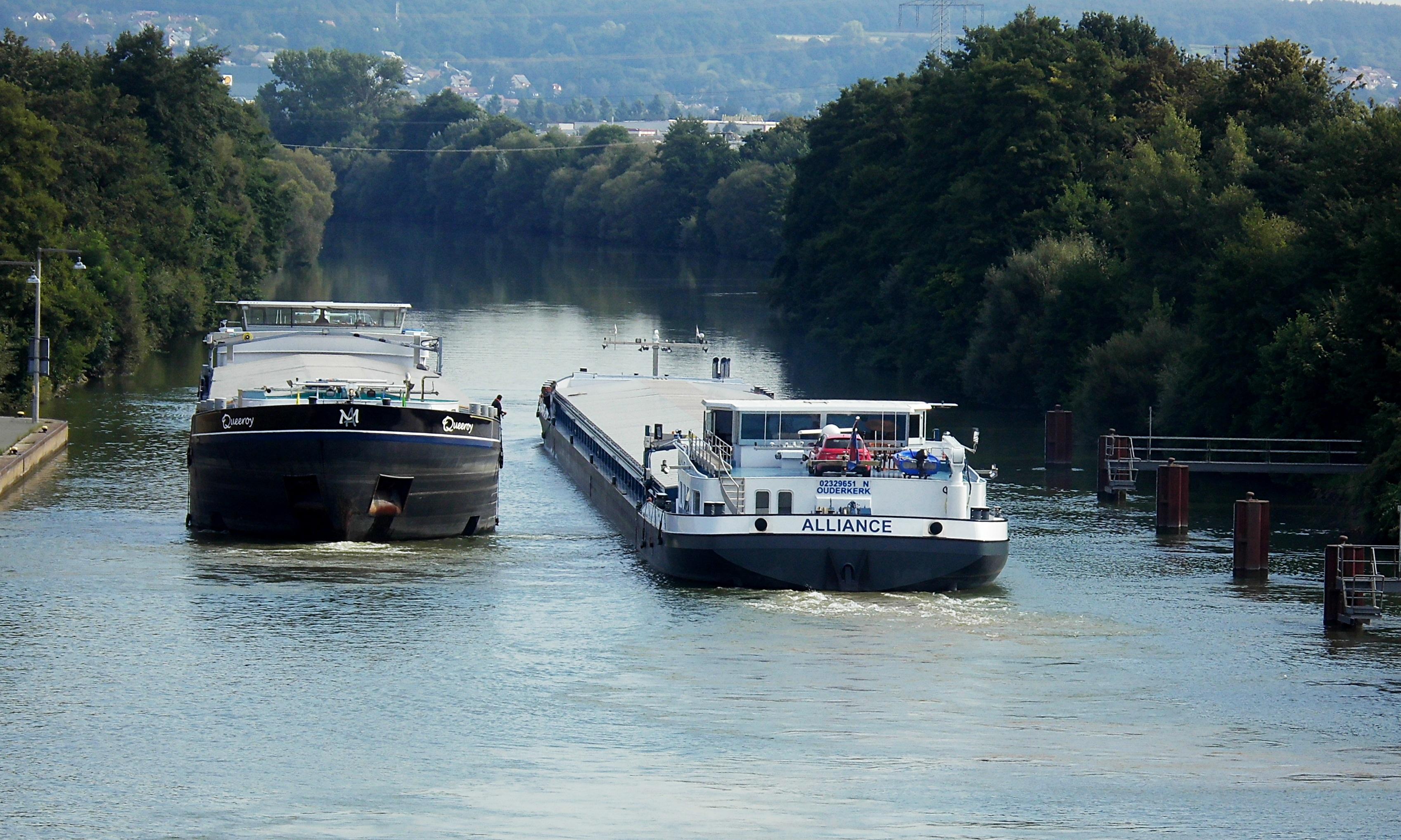Der Main-Donau-Kanal bleibt nach dem Unfall eines Flusskreuzfahrtschiffes voraussichtlich mindestens zwei Wochen gesperrt.