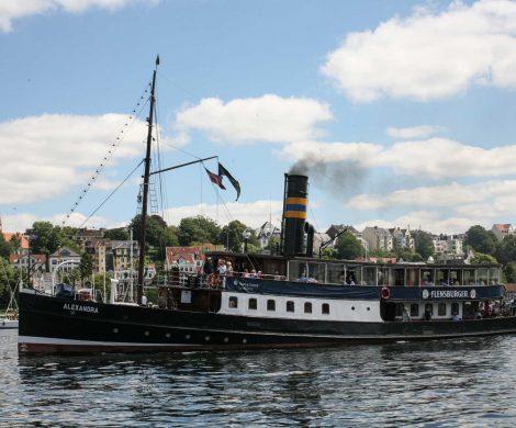 Flensburger Dampfrundum: vom 12. - 14. Juli steht der Flensburger Hafen wieder im Zeichen historischer Dampfschiffe - ein tolles Fest