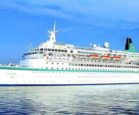 Die MS Albatros von Phoenix Reisen muss mitten in der Hauptsaison eine unfreiwillige Pause einlegen und zur Reparatur in die Werft.
