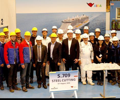 Auf der Meyer Werft in Papenburg erfolgte der erste Stahlschnitt für das neue LNG-Schiff der Helios-Klasse, ein Schwesterschiff von AIDAnova,