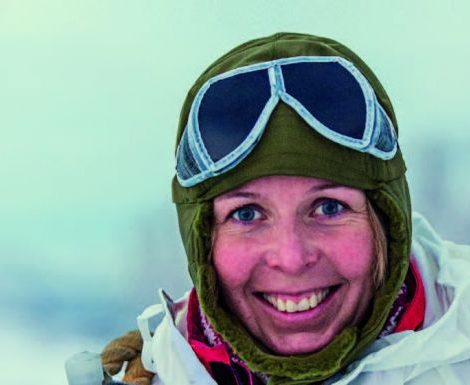 Das erste batteriebetriebene Expeditionsschiff Roald Amundsen wird am 8. November in der Antarktis von Hurtigruten-Expeditionsleiterin Karin Strand getauft.