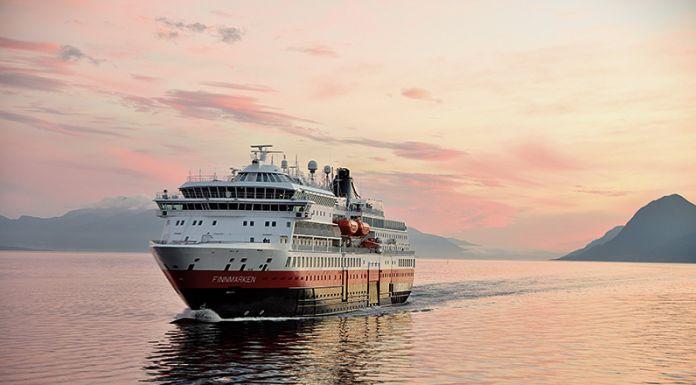 Tragischer Vorfall auf der MS Finnmarken: Auf dem Hurtigruten-Schiff ist eine Passagierin von Bord gestürzt, sie starb im Krankenhaus