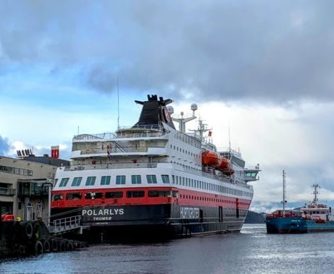 Auf dem Weg zur emissionsfreien Schifffahrt hat Hurtigruten auf MS Polarlys als ersteKreuzfahrtreederei begonnen, den Einsatz von Biodiesel zu testen.
