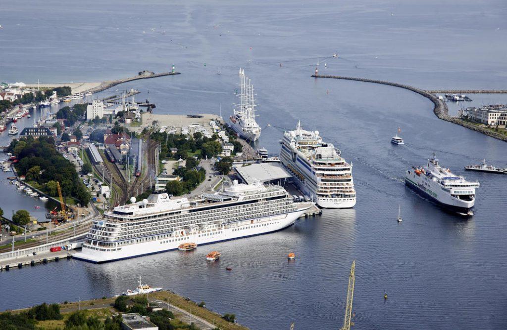 """ROSTOCK begrüßt die """"Balmoral"""" der englischen Reederei Fred Olsen Cruise Lines als letztes Kreuzfahrtschiff des Jahres 2019 am Liegeplatz P7 in Warnemünde."""